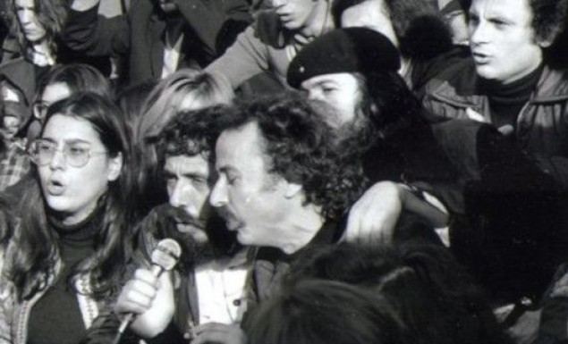 Σπάνιες φωτό από την 1η επέτειο του Πολυτεχνείου: Οι φοιτητές επέστρεψαν για να τραγουδήσουν | panathinaikos24.gr