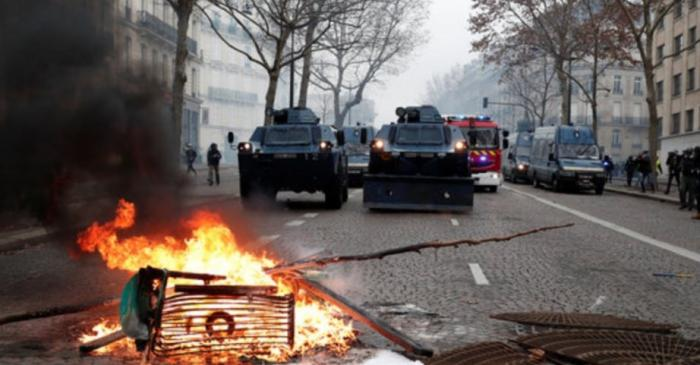Φλέγεται το Παρίσι: Εκτεταμένα επεισόδια με τα ΜΑΤ και τα «κίτρινα γιλέκα» (vid) | panathinaikos24.gr