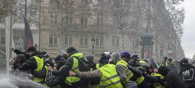 Παρίσι: Αστυνομικός πυροβόλησε φωτογράφο και ζήτησε συγνώμη γιατί στόχευε… άλλον! (vid) | panathinaikos24.gr