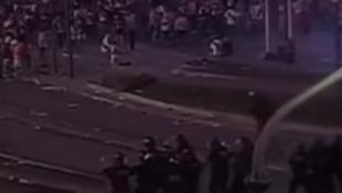 Xαμός στο Μπουένος Άιρες: Σοβαρά επεισόδια μεταξύ οπαδών της Ρίβερ και της αστυνομίας! (vid)