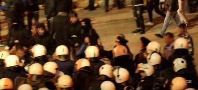 Ένταση και πολύ ξύλο οπαδών με ΜΑΤ στη Λαμία (vid) | panathinaikos24.gr