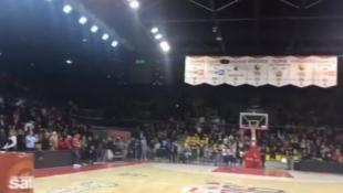 Συγκλονιστικό βίντεο: Οι οπαδοί της Στρασμπούρ τραγουδούν για τα θύματα της επίθεσης (vid)