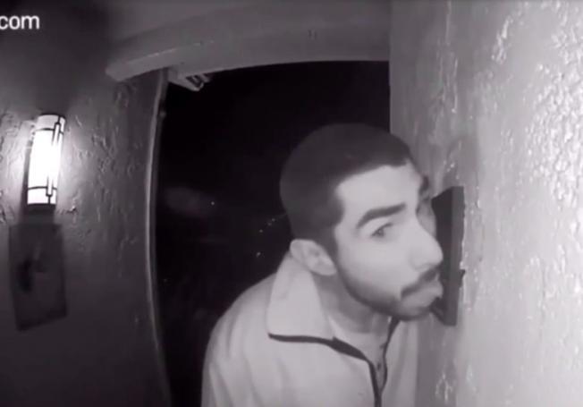 Ξαναχτύπησε πριν τον συλλάβουν οι αρχές: Τι άλλο έγλειψε ο μανιακός με το κουδούνι (Pics) | panathinaikos24.gr