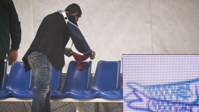 Άφησε κόκκινο εσώρουχο στον πάγκο του Ολυμπιακού ο Γιαννακόπουλος (pics) | panathinaikos24.gr