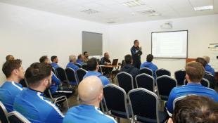 Το «φροντιστήριο» του Δώνη στους προπονητές της Ακαδημίας (vid)