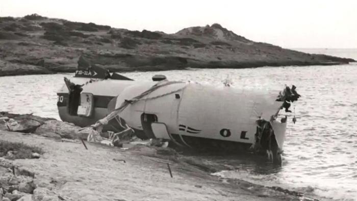 «Το αεροπλάνο έπεσε στη θάλασσα, νεκροί παντού»: Ο επιβάτης που έσωσε 16 άτομα της πτήσης Κέρκυρα-Αθήνα (Pics) | panathinaikos24.gr
