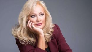 Γοητευτική και καυτή ξανθιά: Η Αγγελική Νικολούλη στα νιάτα της (pics)