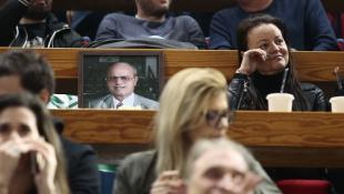 Δακρυσμένη η Κατερίνα Γιαννακοπούλου δίπλα στη φωτογραφία του Θανάση (pic)