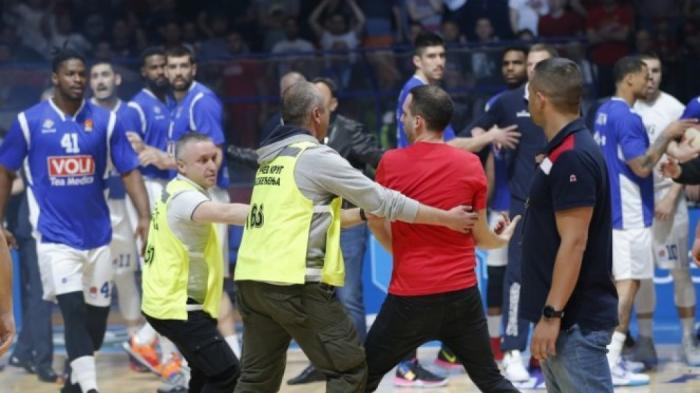 «Χαμός» στην Αδριατική Λίγκα: επίθεση οπαδών του Ερυθρού Αστέρα σε παίκτες της Μπουντούτσνοστ! (vids) | panathinaikos24.gr