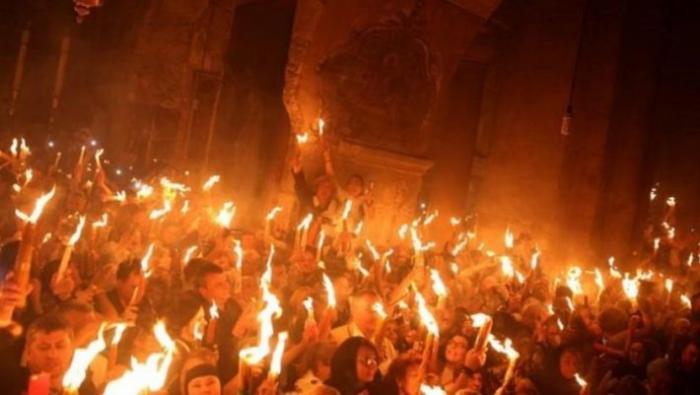 Γιατί η Αφή του Αγίου Φωτός γίνεται μόνο από τους Έλληνες | panathinaikos24.gr