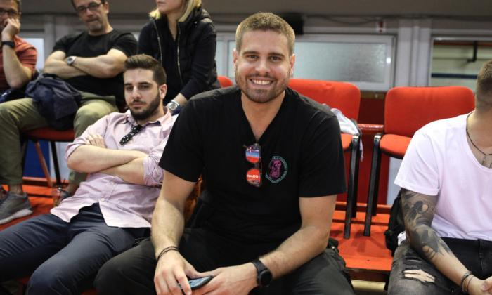 Στο μεταξύ, ο Γιώργος Μπόγρης βλέπει χαμογελαστός πόλο (pic) | panathinaikos24.gr