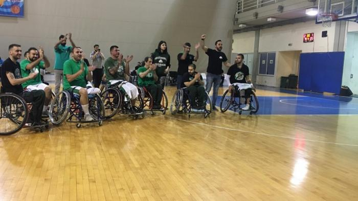 Συγκλονιστικές στιγμές: Η Θύρα 13 τραγουδάει μαζί με την ομάδα μπάσκετ με αμαξίδιο (vid)   panathinaikos24.gr