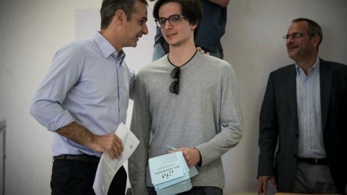 Κυριάκος Μητσοτάκης στον γιο του: «Τι θα ψηφίσεις;» (vid) | panathinaikos24.gr