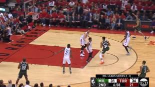 Ο Γιάννης έκανε «το μισό του NBA» και άλλα τρία βήματα πριν σκοράρει (vid)