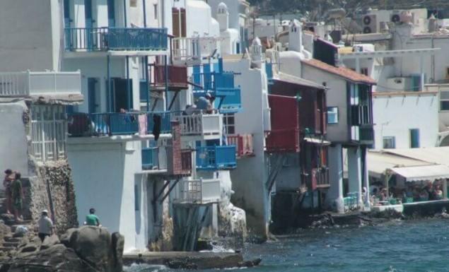 «Επιδρομή» εφοριακών στο εστιατόριο της Μυκόνου με τα «χρυσά» καλαμαράκια! | panathinaikos24.gr