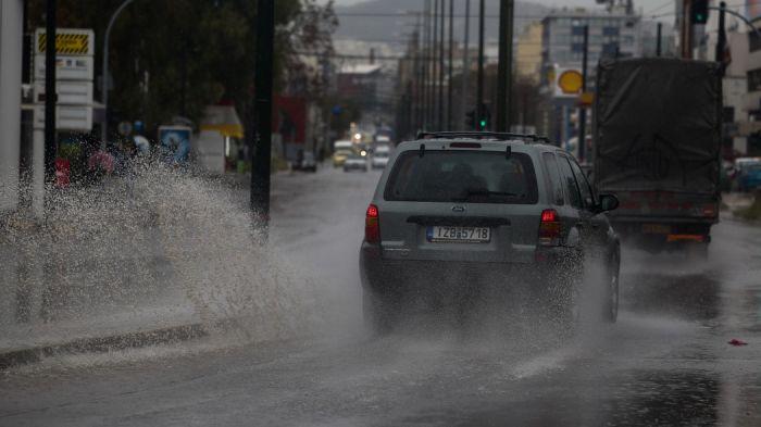 Άγριο μπουρίνι στην Αττική – Ισχυρή καταιγίδα με κεραυνούς! | panathinaikos24.gr
