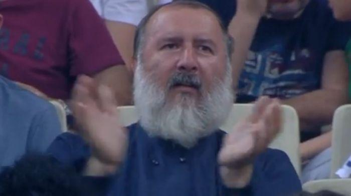 Παπάς στο ΟΑΚΑ φώναζε «Ρικ Πιτίνο οε, οε, οε» (pic) | panathinaikos24.gr