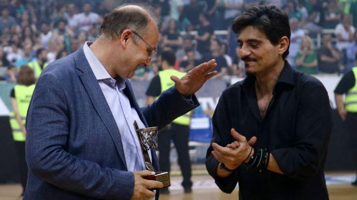 Σεβασμός: Ο Γιαννακόπουλος βράβευσε το δευτεραθλητή Λιόλιο (pics)! | panathinaikos24.gr