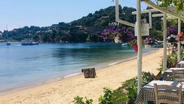 Καταργεί τη λογική: Το ελληνικό νησί-όνειρο που κάθε Ιούλιο ρίχνει τις τιμές του (Pics) | panathinaikos24.gr