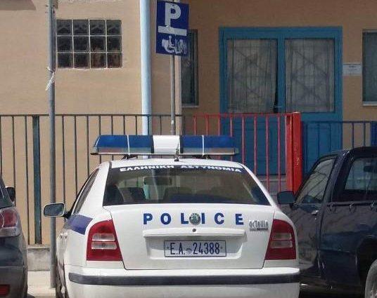 Κόρινθος: Αστυνομικοί παρκάρουν σε θέση ΑΜΕΑ, τους γράφουν άλλοι αστυνομικοί | panathinaikos24.gr