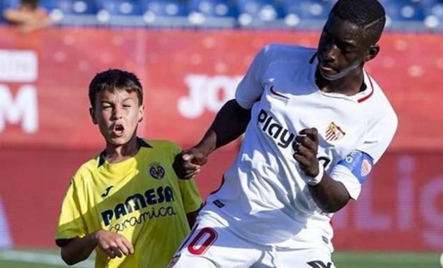 Κάτι δεν πάει καλά με αυτόν τον 12χρονο (!) παίκτη της Σεβίλλης (pics)   panathinaikos24.gr