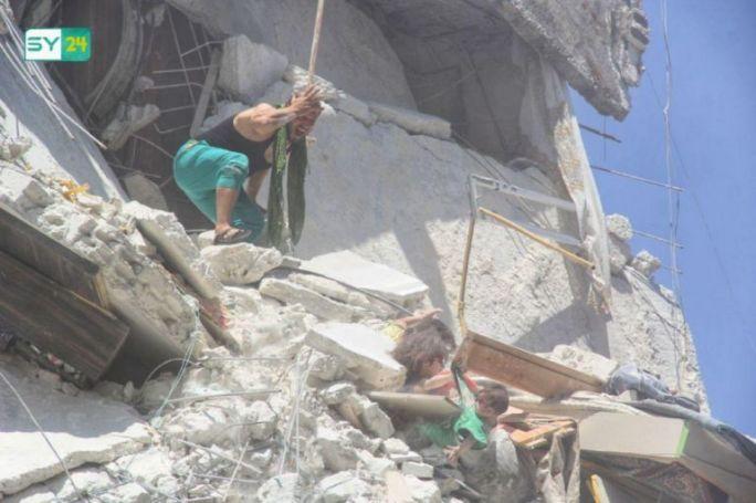 Η φρίκη του πολέμου σε μια φωτογραφία δύο παιδιών (pics&vids)   panathinaikos24.gr