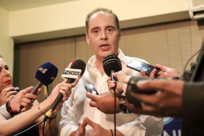 Κυριάκος Βελόπουλος: Η θήκη του κινητού του πήρε πάνω της τα φλας | panathinaikos24.gr