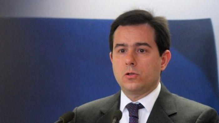 Έτσι τις καθάρισε: Οι σοκαριστικές φωτό του Μηταράκη με το γεμάτο κατσαρίδες υπουργείο (Pics) | panathinaikos24.gr