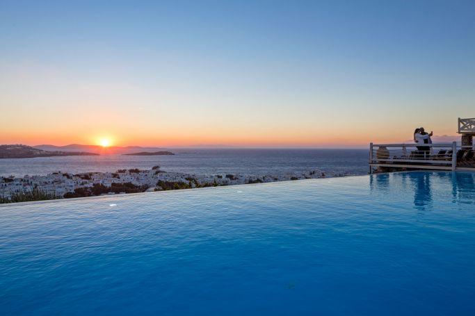 Πισίνες ξενοδοχείων που ξεχειλίζουν νερό και ομορφιά   panathinaikos24.gr
