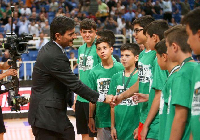 Δημήτρης Γιαννακόπουλος: Βράβευσε τις ακαδημίες που συμμετείχαν στο τουρνουά | panathinaikos24.gr