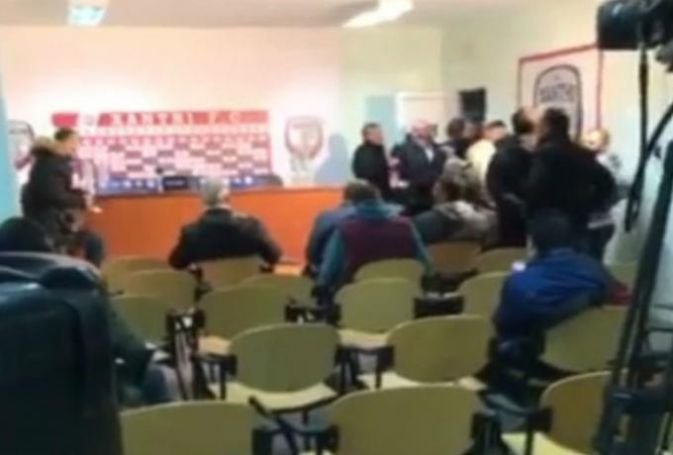 Επεισόδιο και χυδαίες ύβρεις Καραπαπά σε δημοσιογράφο στα Πηγάδια (vids) | panathinaikos24.gr