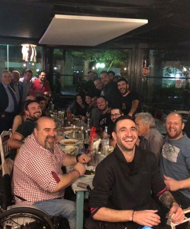 Συγκίνηση: Ο Νίκος Παππάς στο τραπέζι της ομάδας μπάσκετ με αμαξίδιο (pic)   panathinaikos24.gr