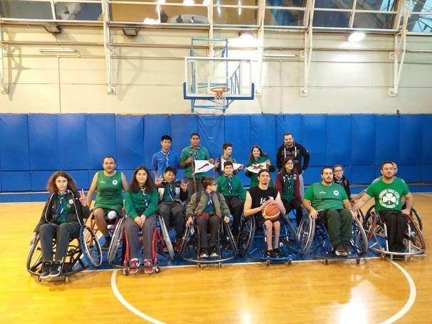Μια έκπληξη στην προπόνηση της ομάδας μπάσκετ του Παναθηναϊκού με αμαξίδιο   panathinaikos24.gr