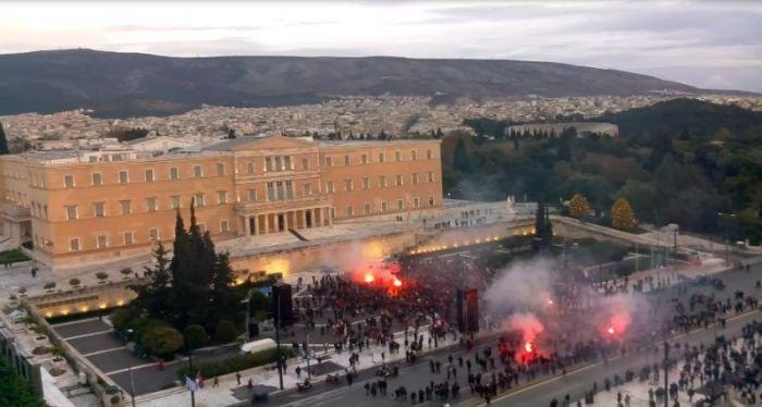 Οπαδοί Ολυμπιακού έξω από τη Βουλή: «Κράτος είναι ο Ολυμπιακός!» | panathinaikos24.gr
