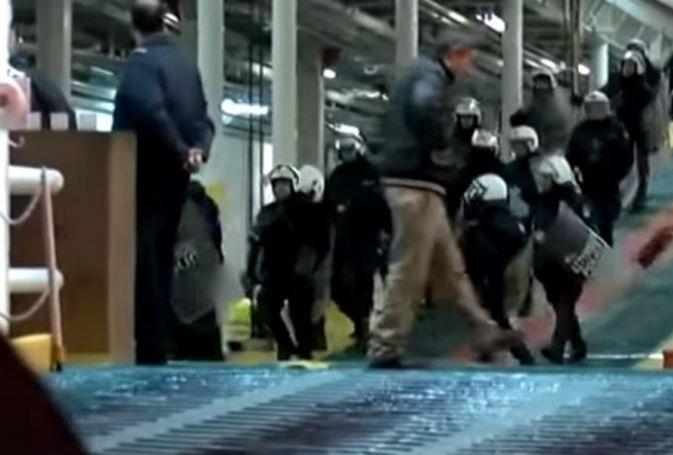 Επεισόδια οπαδών του Ολυμπιακού με την αστυνομία στο πλοίο! (vid) | panathinaikos24.gr