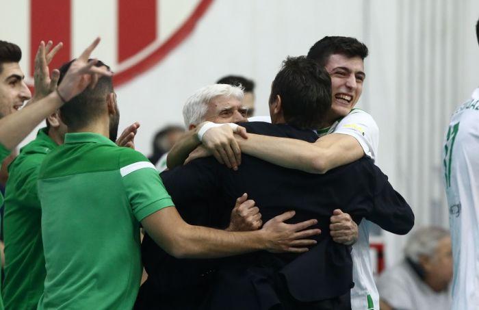 Απίθανη φωτογραφία: Η αγκαλιά Ανδρεόπουλων με Αγραπιδάκη (pic)   panathinaikos24.gr