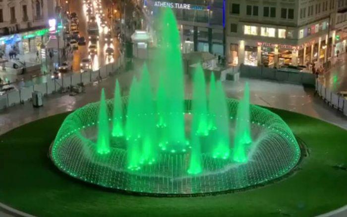 Η νέα Ομόνοια… βράδυ! Νερά εκτοξεύονται από το συντριβάνι ενώ αλλάζουν χρώματα (vid) | panathinaikos24.gr