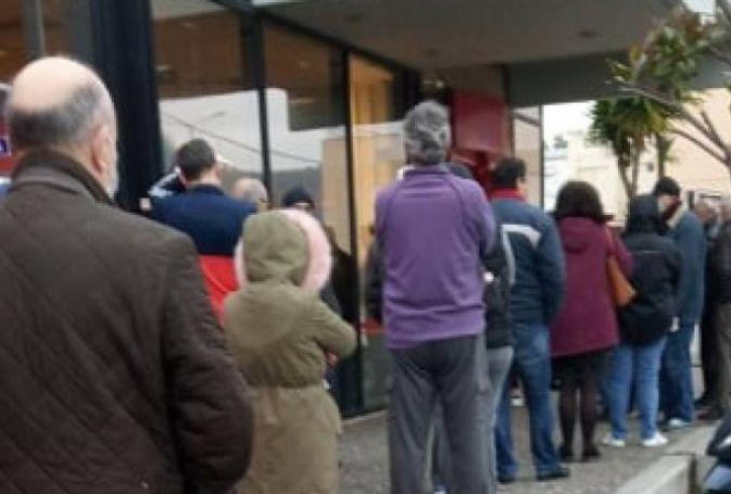 Εικόνες ντροπής σε σούπερ μάρκετ: Δίνουν μάχη για ένα αντισηπτικό (vid) | panathinaikos24.gr