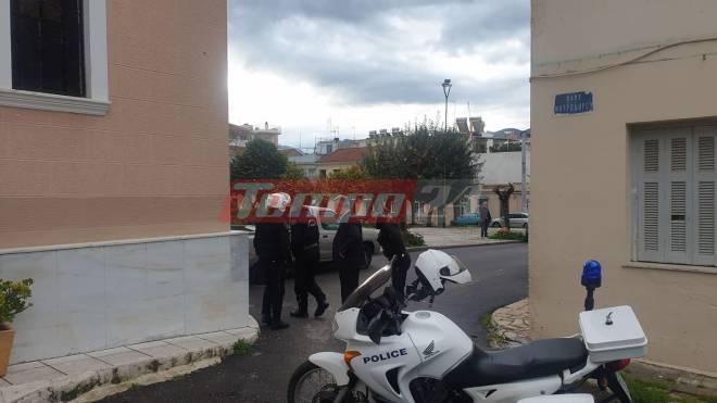 Πάτρα: Δεκάδες πιστοί το πρωϊ στην εκκλησία της Αγίας Τριάδας – Αστυνομικοί τους απομάκρυναν και μοίρασαν πρόστιμα | panathinaikos24.gr