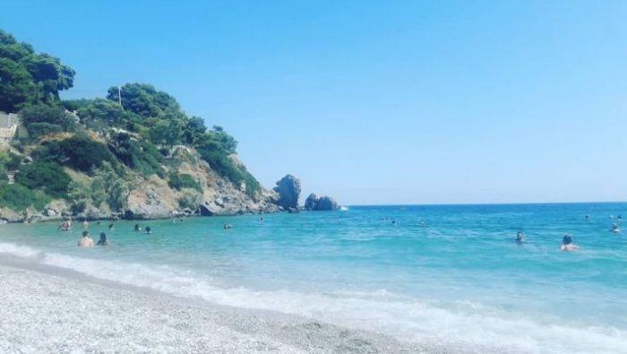 Θυμίζει Πόρτο Κατσίκι: Η παραλία-όνειρο στο Πόρτο Ράφτη που βούλιαξε χθες από κόσμο (pics) | panathinaikos24.gr