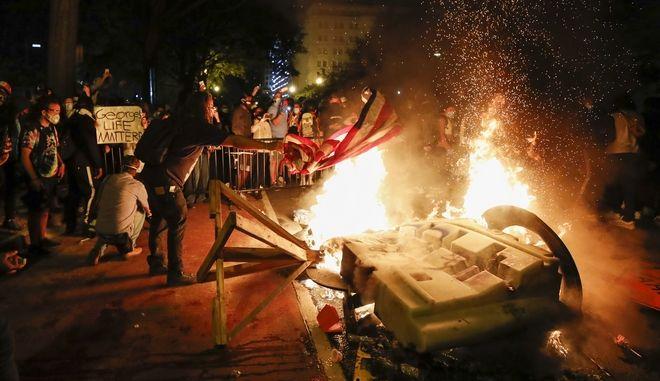 Δολοφονία Τζορτζ Φλοντ: Χάος στις ΗΠΑ – Φυγαδεύτηκε ο Τραμπ | panathinaikos24.gr
