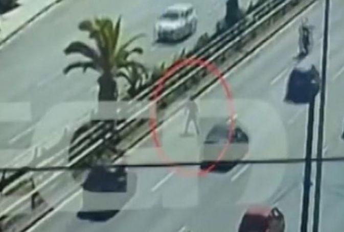 Αδιανόητο: Πεζός πήγε να περάσει την Συγγρού και τον χτύπησε αμάξι! (vid) | panathinaikos24.gr