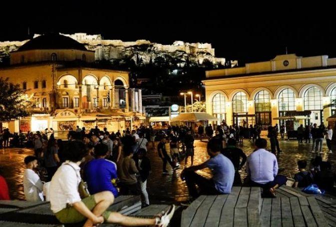 Κορωνοϊός: Βούλιαξαν οι πλατείες – Χαμός σε Μοναστηράκι και Βαρνάβα (vid) | panathinaikos24.gr
