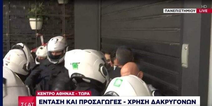 Ένταση στο κέντρο – Καταγγέλει επίθεση των ΜΑΤ ο Κουτσούμπας   panathinaikos24.gr