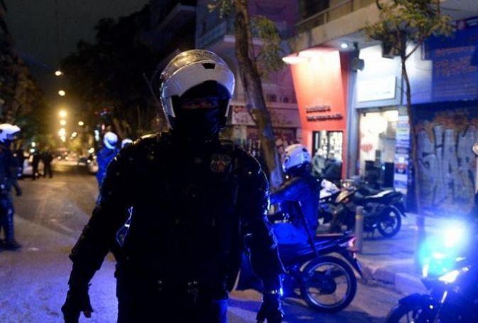 Πολυτεχνείο: Εβγαλε βόλτα τον σκύλο του και τον περικύκλωσαν αστυνομικοί (pic & vid) | panathinaikos24.gr