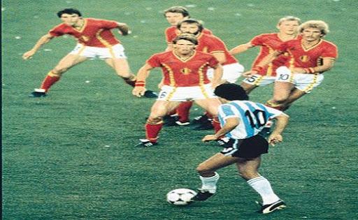 6 παίκτες πάνω στον Ντιέγκο: Το ψέμα της ιστορικής φωτό που δεν δείχνει αυτό που νομίζεις | panathinaikos24.gr