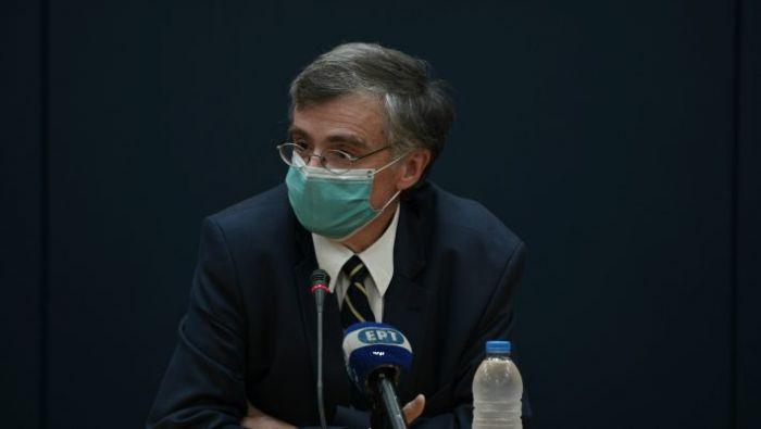 Ο Τσιόδρας σπάει τη σιωπή του: Eίναι καλά και φοράει τη μάσκα ως 18 ώρες τη μέρα | panathinaikos24.gr