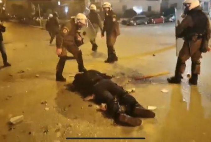 Νέο βίντεο: Η στιγμή του τραυματισμού του αστυνομικού στη Νέα Σμύρνη (vid) | panathinaikos24.gr
