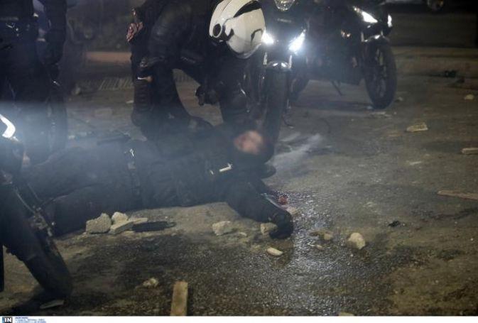 Νέα Σμύρνη: Σοβαρά τραυματισμένος αστυνομικός από τα τρομερά επεισόδια (vid)   panathinaikos24.gr