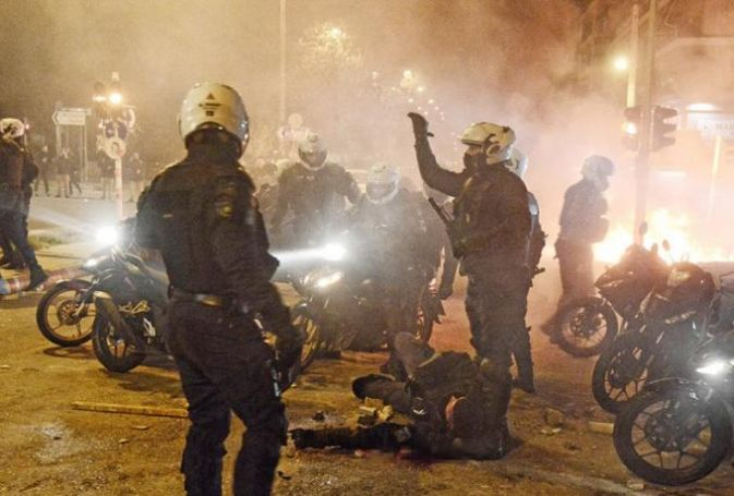Νέα Σμύρνη: Σεσημασμένος για ναρκωτικά και χουλιγκανισμό ο ιρακινός που επιτέθηκε στον αστυνομικό | panathinaikos24.gr